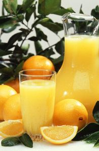393px-Oranges_and_orange_juice